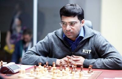 Shamkir Chess: Viswanathan Anand stays in hunt, Magnus Carlsen extends lead