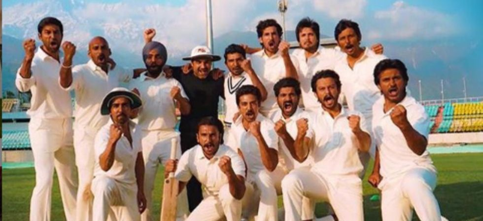 Countdown for the biggest sports film ever begins, Ranveer Singh poses with team '83