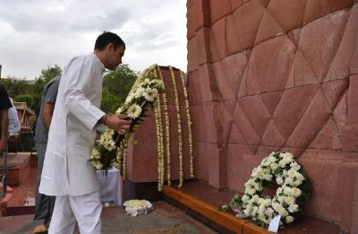 Rahul Gandhi pays homage to martyrs at Jallianwala Bagh on 100th anniversary