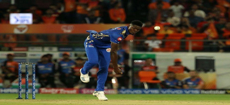 Alzarri registered best bowling figures in IPL on debut (Image Credit: Twitter)