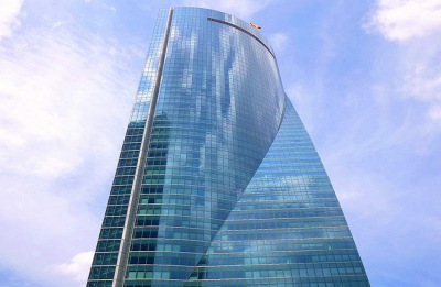 Bomb threat forces evacuation of Madrid skyscraper which houses embassies
