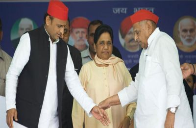 At Mainpuri rally, Mayawati shares dais with Mulayam, mentions 'guest house episode'