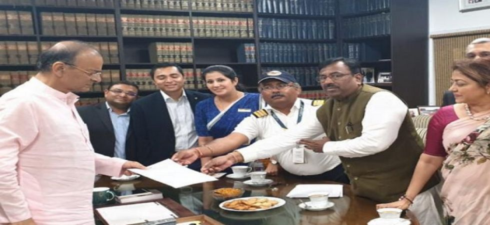 Jet Airways delegation meets Arun Jaitley (Photo Source: Twitter)