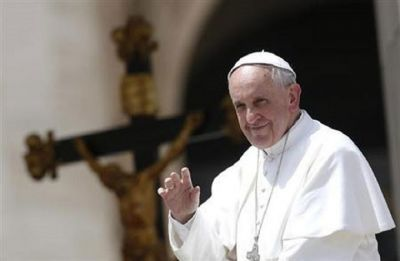 Pope Francis denounces 'cruel violence' in Sri Lanka