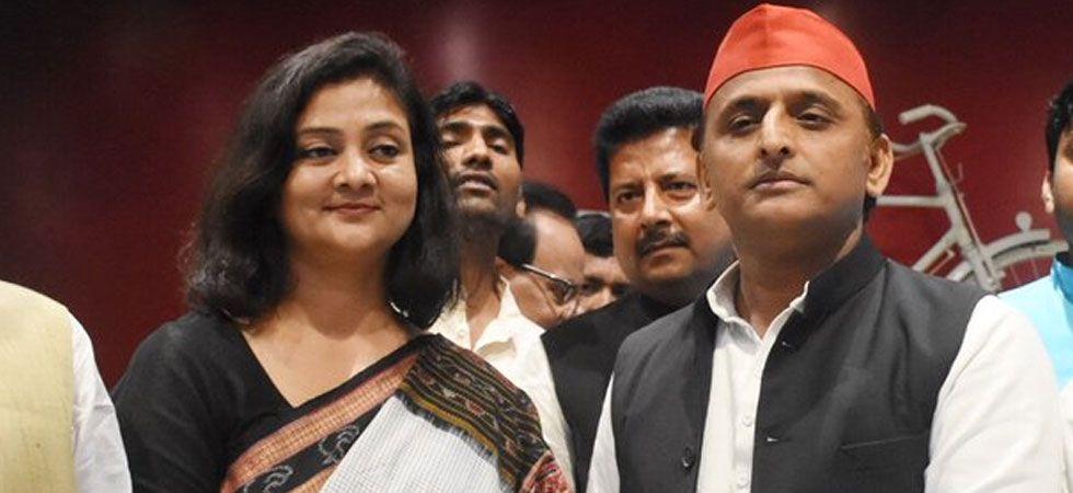 Shalini Yadav joined the Samajwadi Party today in the presence of party chief Akhilesh Yadav. (Image Credit: Twitter)