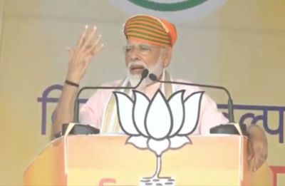 Congress used to give loans to its billionaire friends through phone banking: PM Modi
