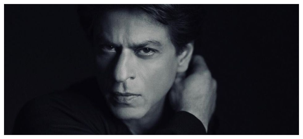 Shah Rukh Khan roasts film critics at award show (Photo: Instagram)