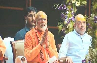 Modi in Varanasi LIVE: Accompanied by Yogi, Shah, PM performs Ganga Aarti at Dashashwamedh Ghat