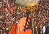 Modi in Varanasi Live: PM begins mega roadshow, to perform Ganga Aarti shortly