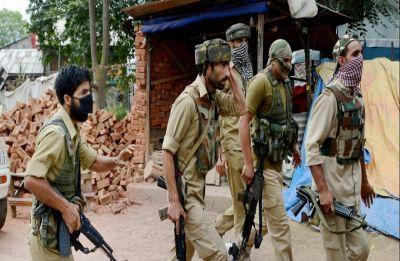 Gunfight breaks out near police post in Srinagar's Chanpora, cop injured