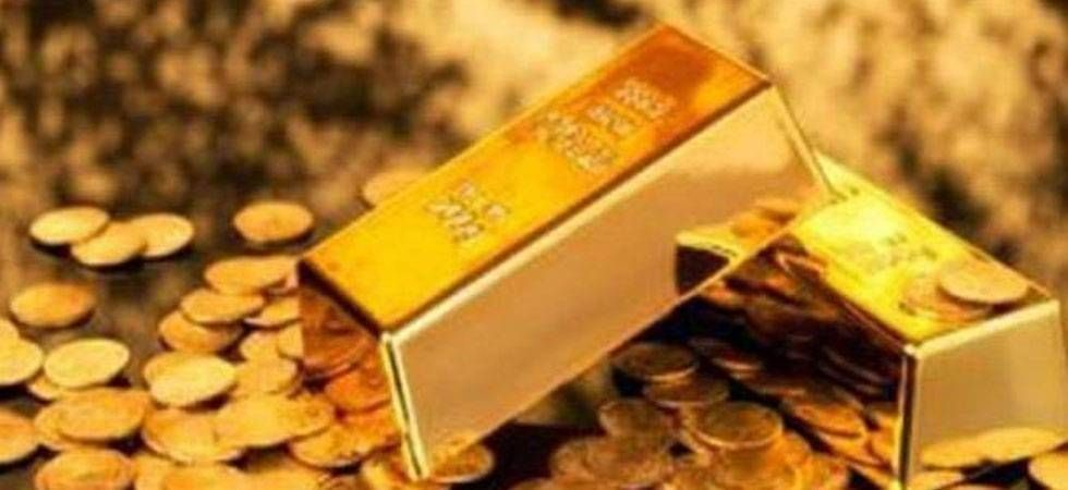 Gold rises Rs 30 to Rs 33,000 per 10-gram, silver firms up (file photo)
