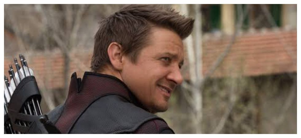 Renner says he love playing superhero without superpower (Photo: Twitter)