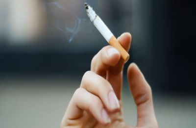 Quitting cigarettes may cut bladder cancer risk in women: Study