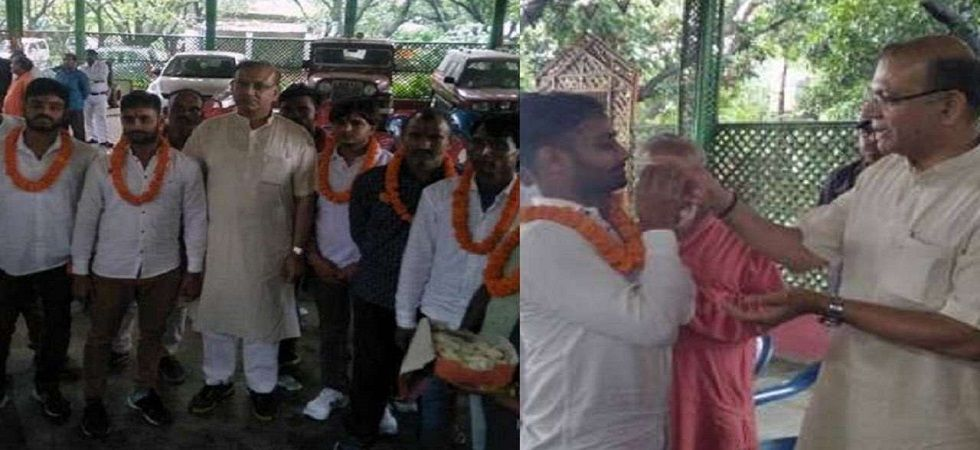 Jayant Sinha was in July 2018 photographed felicitating the six accused involved in a mob lynching of a meat trader in Jharkhand's Ramgarh. (File)