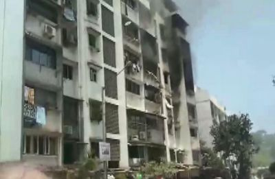 Fire breaks out at building in Mumbai's Yari road, 2 injured