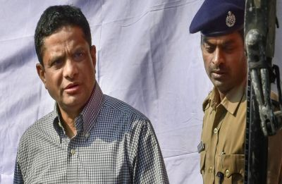 Saradha Scam: After Rajeev Kumar skips CBI summons, agency officials reach Kolkata CID office