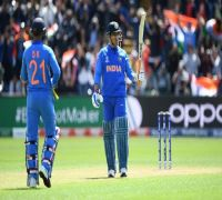 MS Dhoni sets field for Bangladesh while batting for India