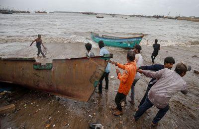 Cyclone Vayu: Rajnath Singh reviews Navy's preparedness along Maharashtra, Gujarat coast