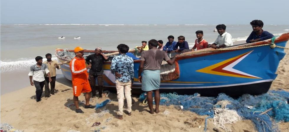 Evacuation from Rupen Bunder, Dwarka, Gujarat (Photo tweeted by NDRF)