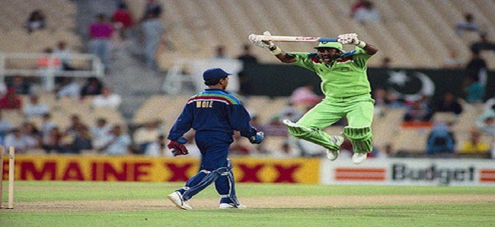 Javed Miandad and Kiran More were involved in a tense encounter in the 1992 World Cup clash between India and Pakistan in Sydney. (Image credit: Twitter)