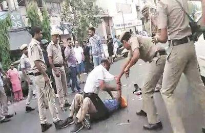 Video: Delhi policemen beat tempo driver black and blue, suspended