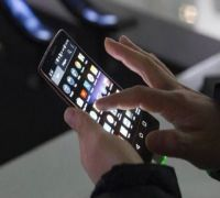 How you lock smartphone can reveal your age: Study