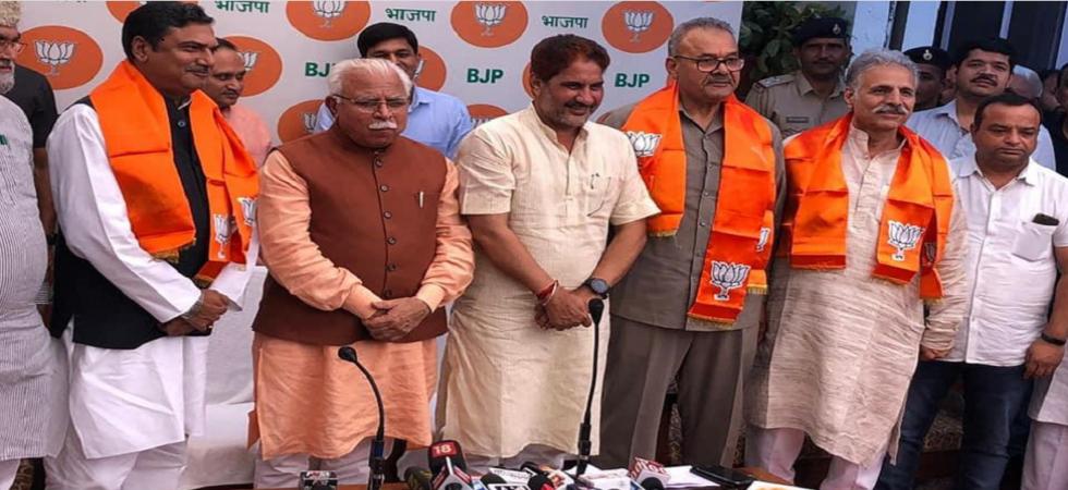 INLD MLAs Parminder Singh Dhull, Zakir Hussain join BJP in presence of Haryana CM Manohar Lal Khattar (Photo Source: Twitter - @BJP4Haryana)