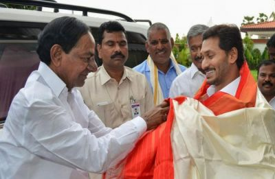 KCR, Reddy hold meeting on sharing river water and pending issues