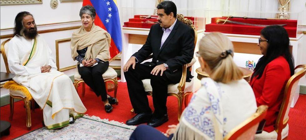 Venezuelan President Nicolas Maduro with Sri Sri Ravi Shankar (Image: @srisri twitter)