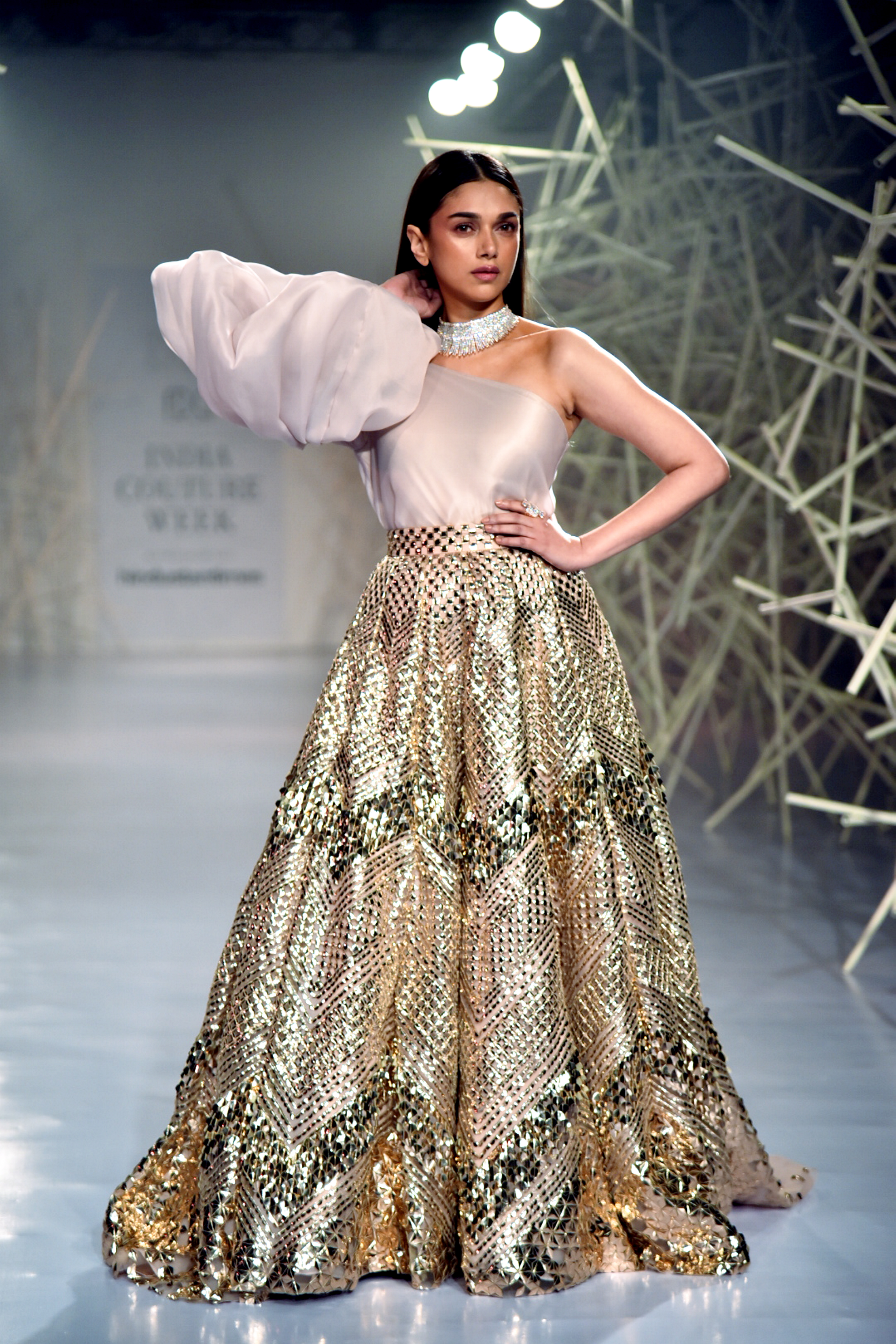 Aditi Rao Hydari Looked Gorgeous As She Turned Showstopper For Designer Pankaj And Nidhi At India Couture Week News Nation English