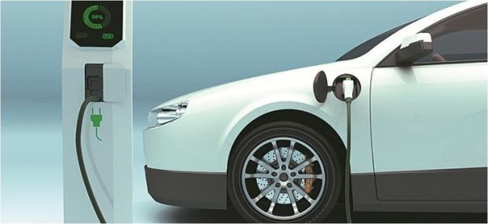 According to the Union Housing and Urban Affairs Ministry, the government expects 25 per cent of the total vehicles on roads will be electric vehicles by 2030. (File Photo)
