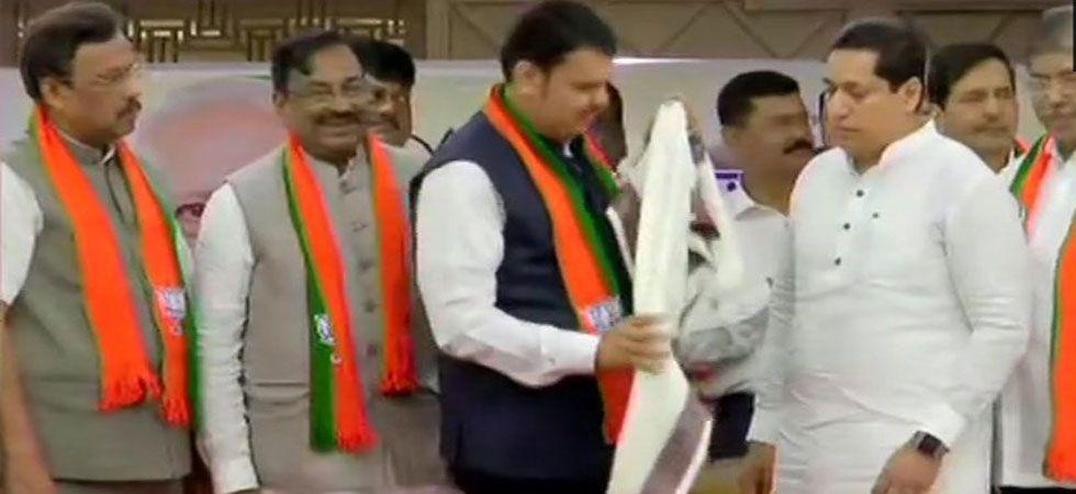 Several NCP, Congress leaders join Bharatiya Janta Party in presence of Maharashtra Chief Minister Devendra Fadnavis. (Image Credit: ANI)