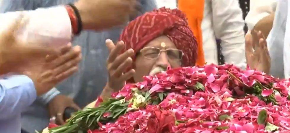MDH CEO Mahashay Dharampal Gulati  sobbing during Sushma Swaraj's funeral. (Photo: Video Grab/ANI)