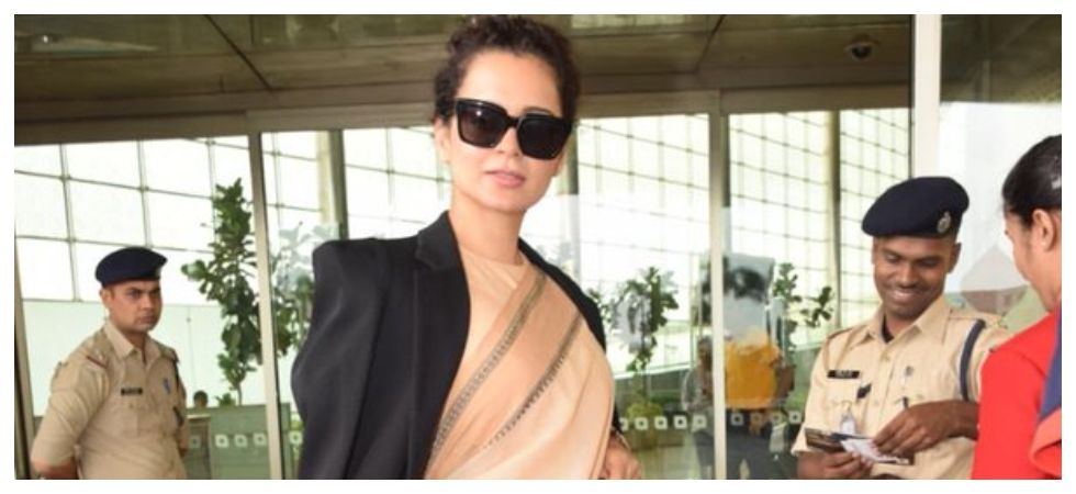 Kangana Ranaut called 'hypocritical' for wearing Rs.600 saree with Prada bag (Photo: Twitter)