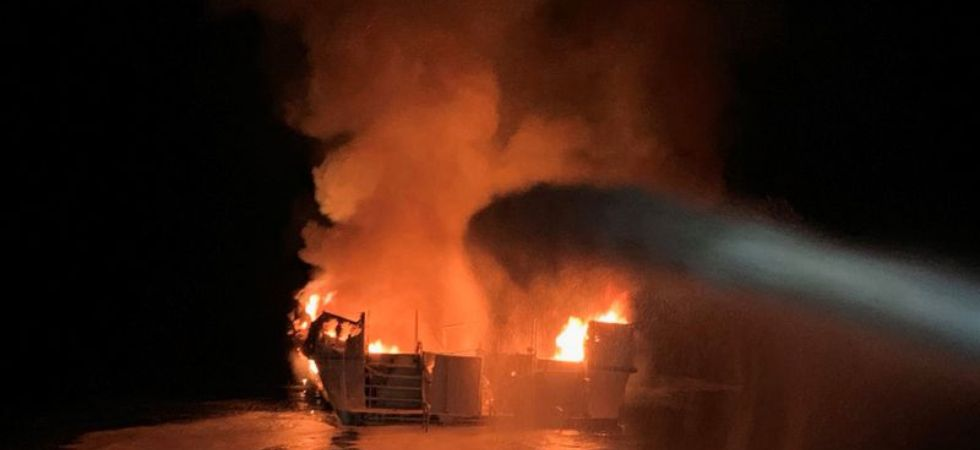scuba diving boat caught fire (Photo Credit: Twitter)