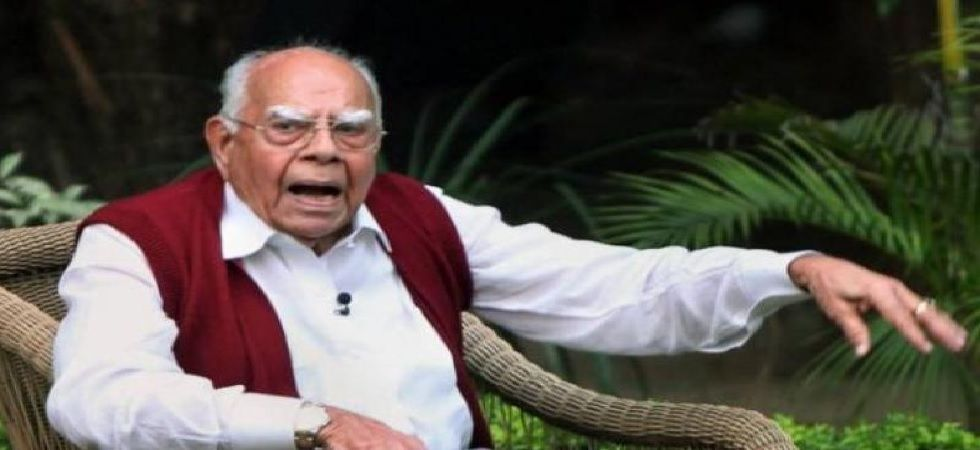 Amit Shah drove to Jethmalani's residence and offered his last respects to the departed soul (Photo: PTI)