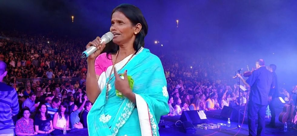 Ranu Mondal performing on Superstar Singer (Pic courtesy: You Tube/Mysterious World)