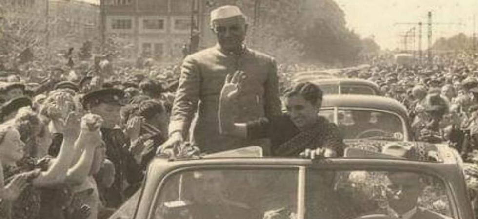 Nehru & India Gandhi during their USSR visit in 1954. (Photo: Twitter/@ShashiTharoor)
