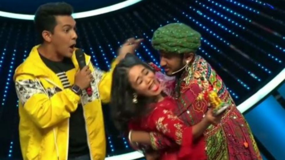 Aditya Narayan REACTS To Neha Being Forcibly Kissed By Contestant