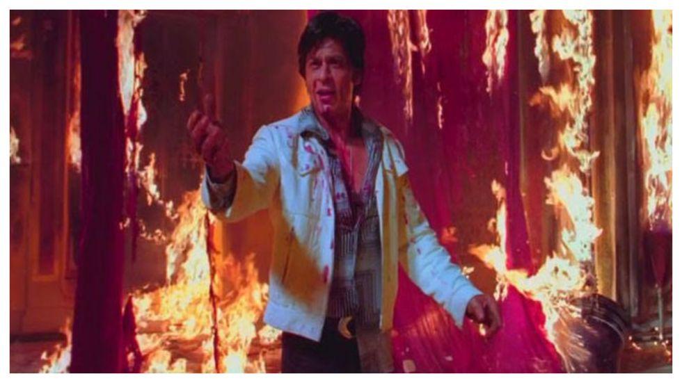 SRK Recues Aishwarya Rai 's Manager From Fire At Big B's Diwali Bash