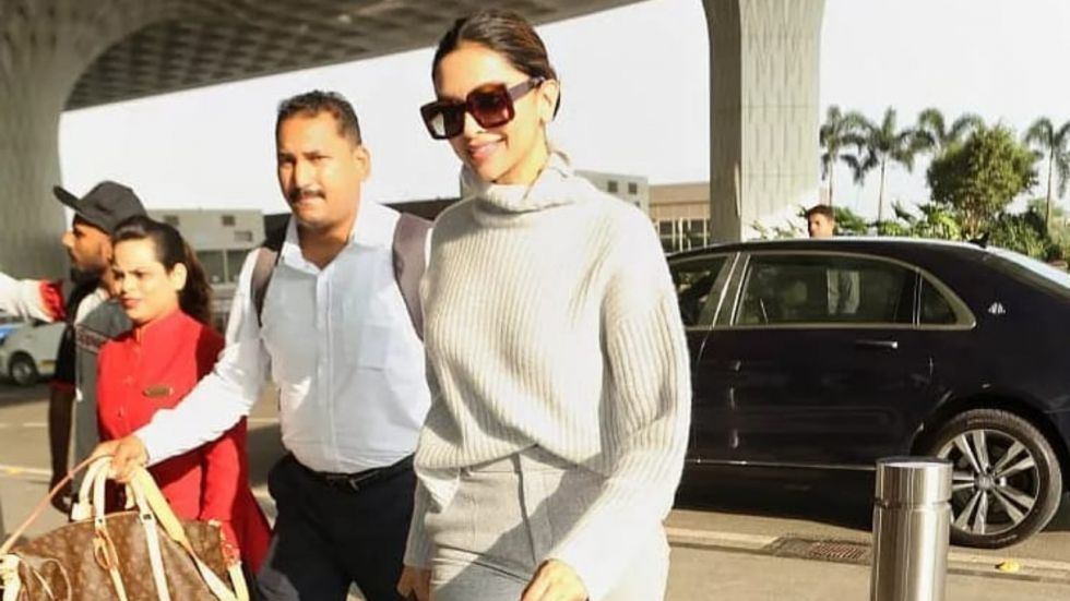 Deepika made a gorgeous appearance at the airport in a grey turtle neck top.