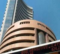 Sensex Ends 216 Points Lower, IT Stocks Fall