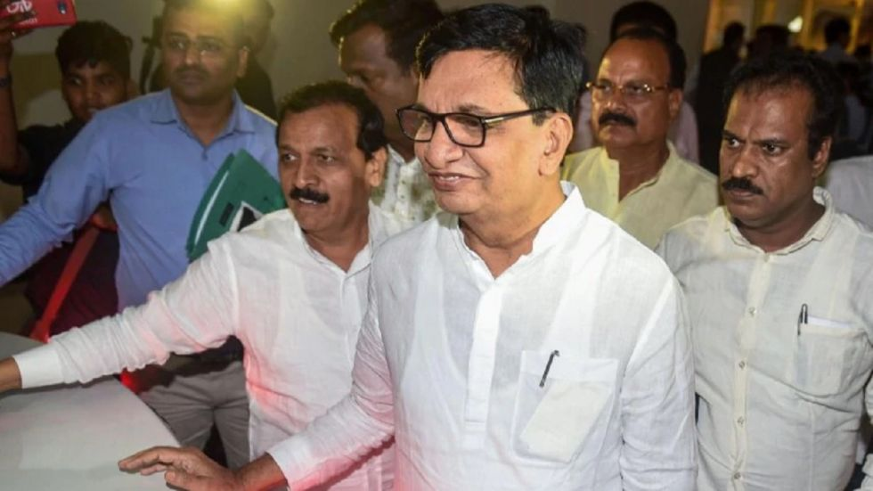 Maharashtra Congress chief Balasaheb Thorat also said that there will be more clarity on some issues, like speaker of the Assembly, after a couple of days.