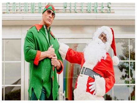 Christmas Dwayne Johnson Kevin Hart Turns Real Life Santa