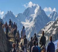 Amarnath Yatris, tourists asked to 'immediately' leave Kashmir amid terror threats