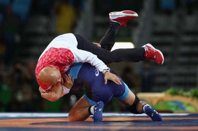 Japanese wrestler knocks down her coach after winning Gold at Rio