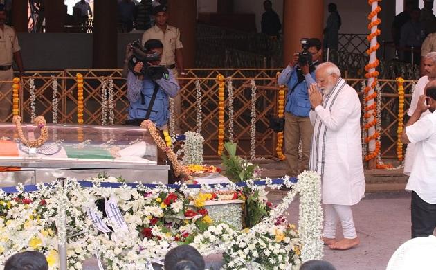 Manohar Parrikar funeral: PM Modi, Nitin Gadkari, other leaders pay tribute in goa