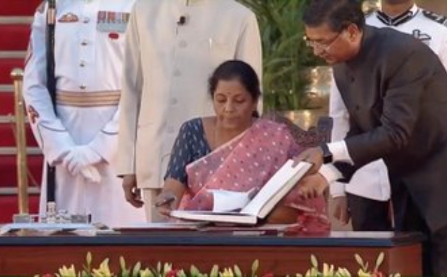 Smriti Irani among 6 other women ministers inducted into PM Modi's cabinet