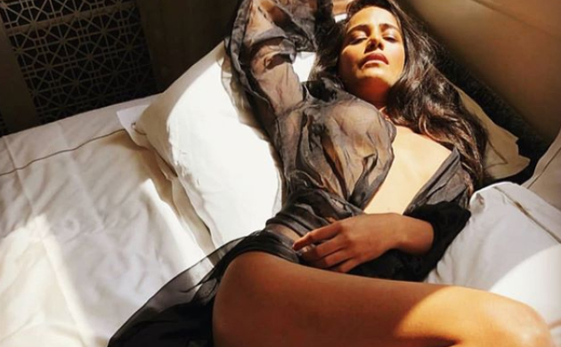 Poonam Pandey's NSFW pics are your weekend gift! Thank us later
