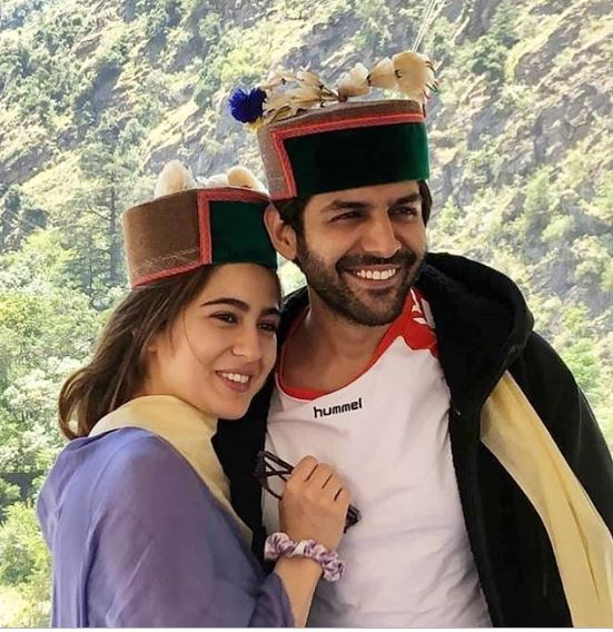 Sara Ali Khan and Kartik Aaryan in all smiles at Shimla for Imtiaz Ali's hit 2009 film Love Aaj Kal shoot